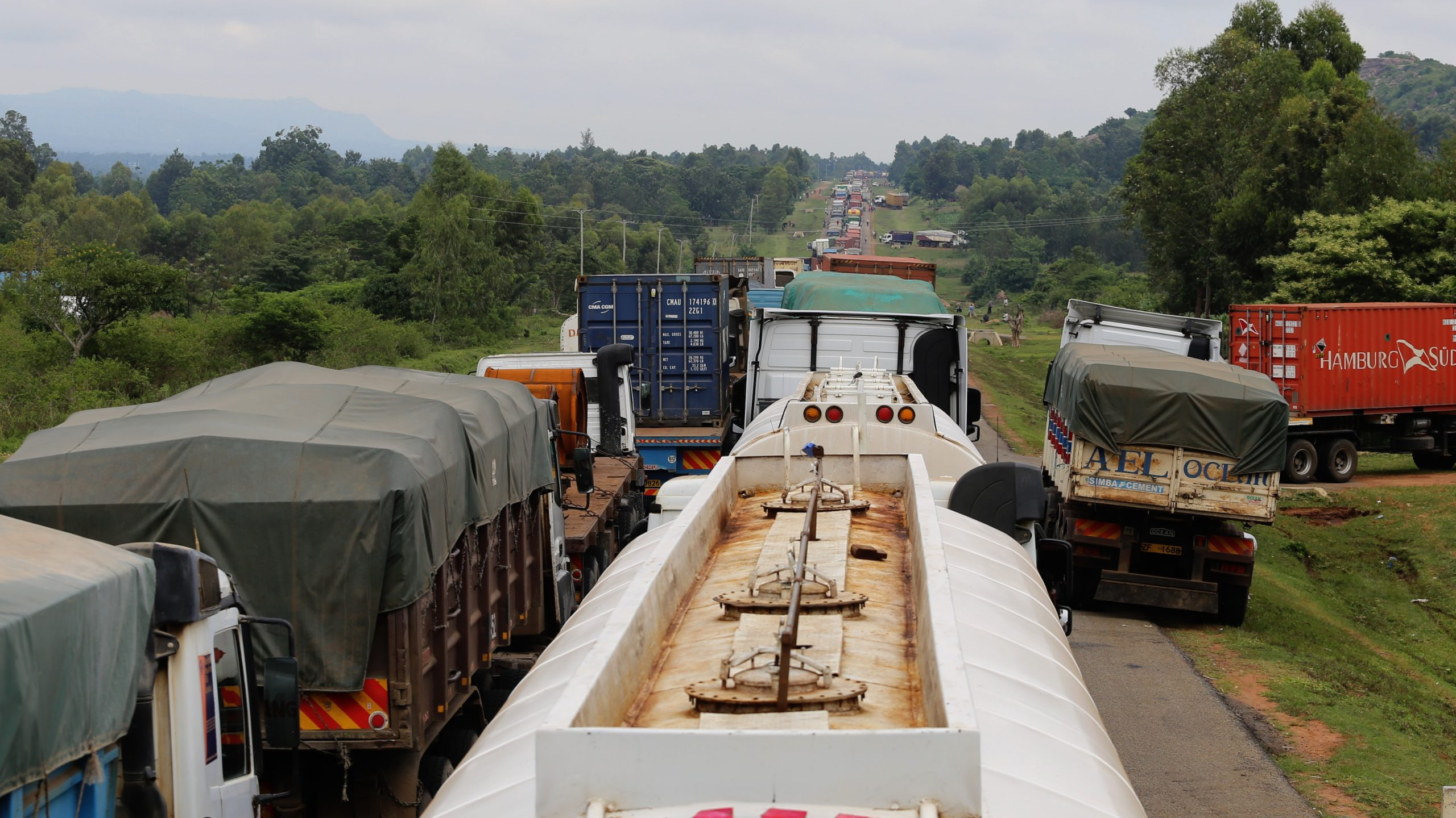 VIDEO: Truckers in 21-mile traffic jam for COVID-19 testing without food or water at Kenya/Uganda border