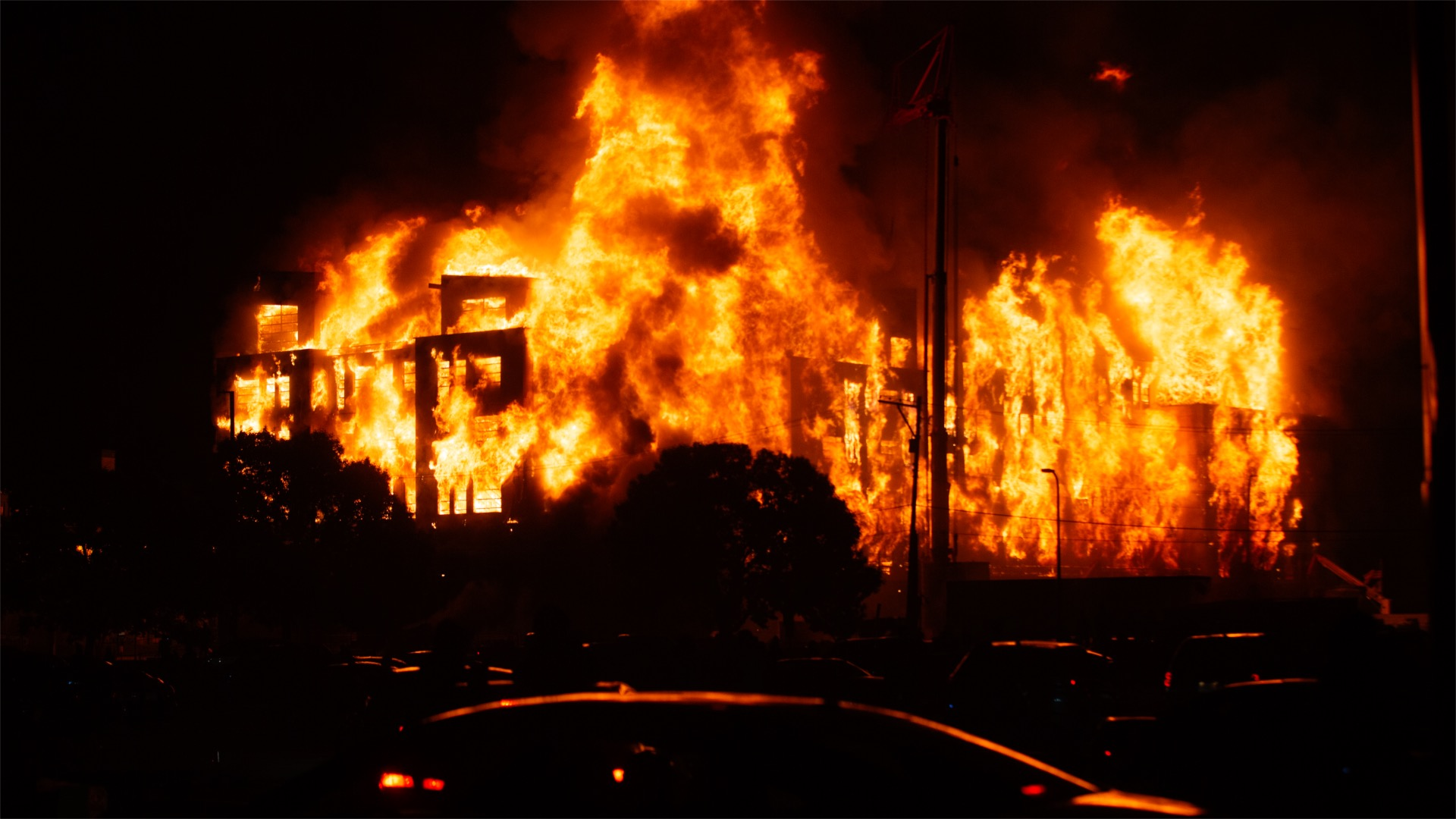 VIDEO: Fires blaze and looters rampage during second night of Minneapolis anti-police protests following black man