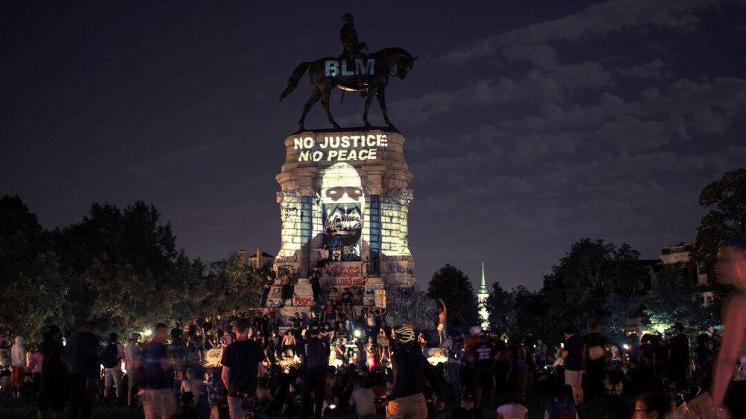 HUC Ofrece Retirar Discretamente Monumento Confederado; Manifestantes Exigen Derribar las Estatuas