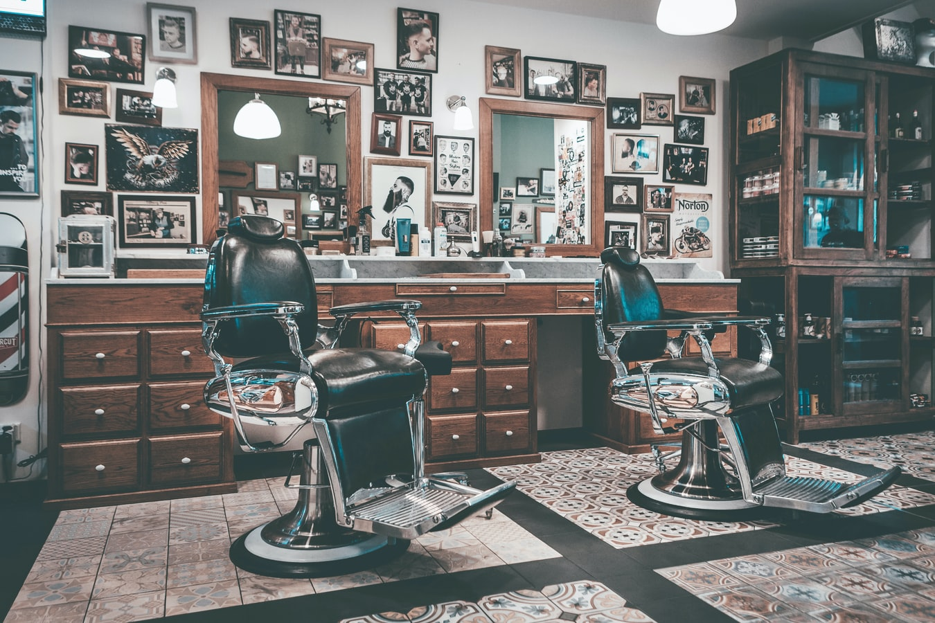 An empty barber shop. (Alwin Kroon/Unsplash)
