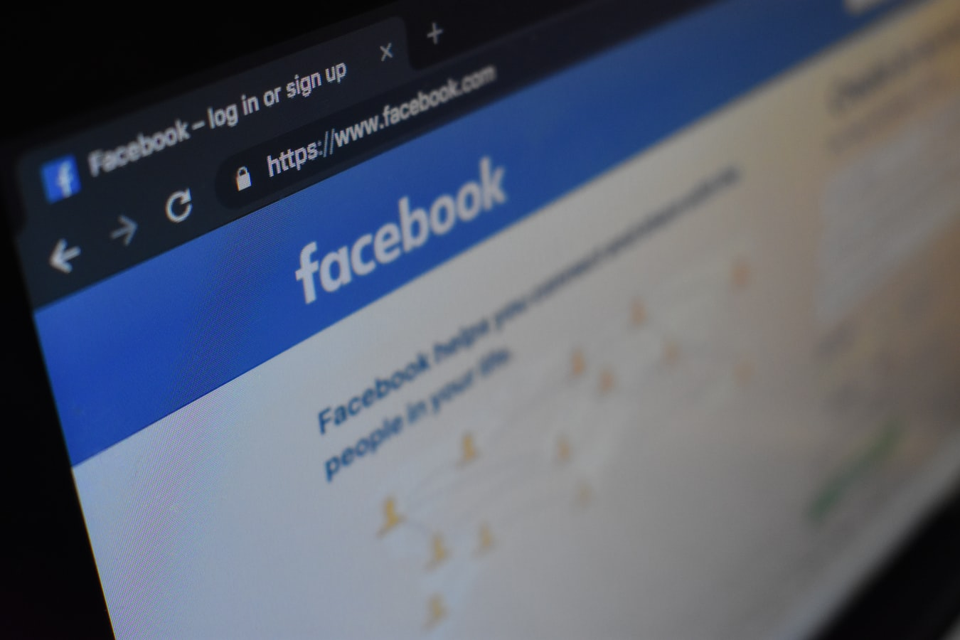Facebook - Kon Karampelas Unsplash