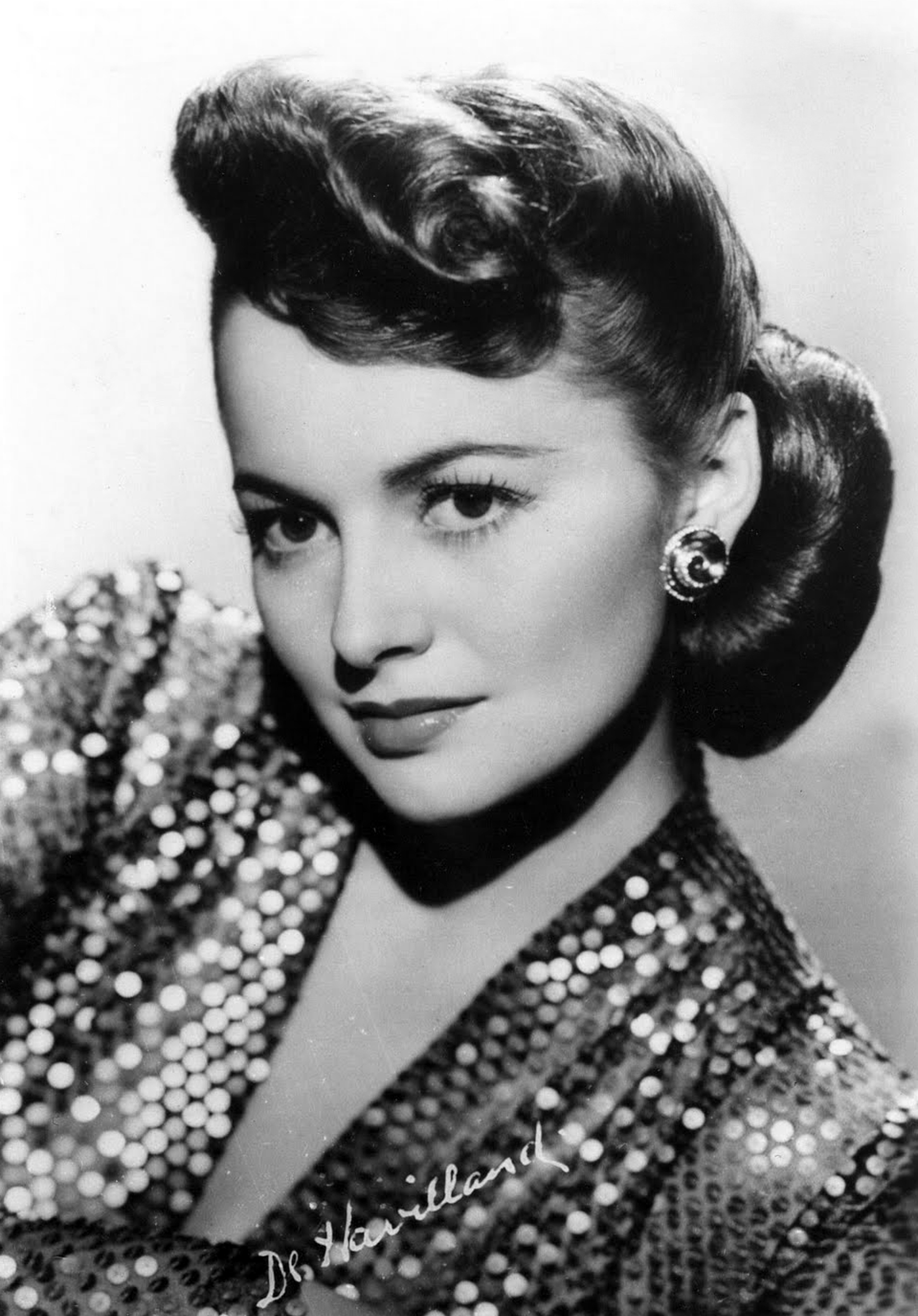 How Golden Age star Olivia de Havilland defied male studio bosses—while charming audiences