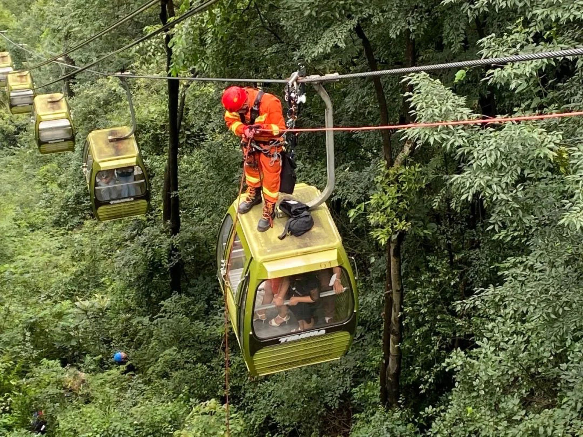 Stranded tourists exit cable cars after power outage