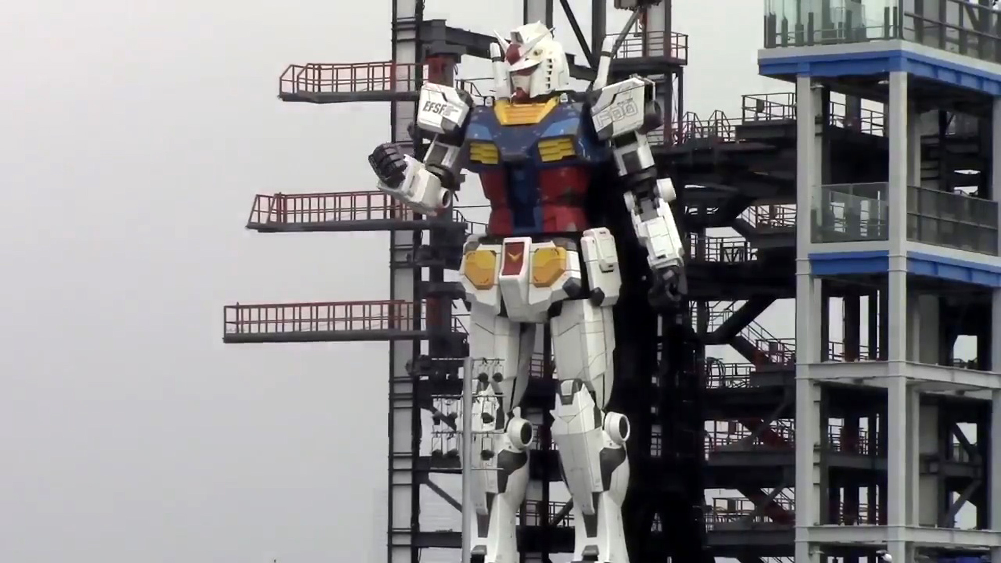 VIDEO: Tests On 60-Foot-Tall Robot Excite Japanese Fans