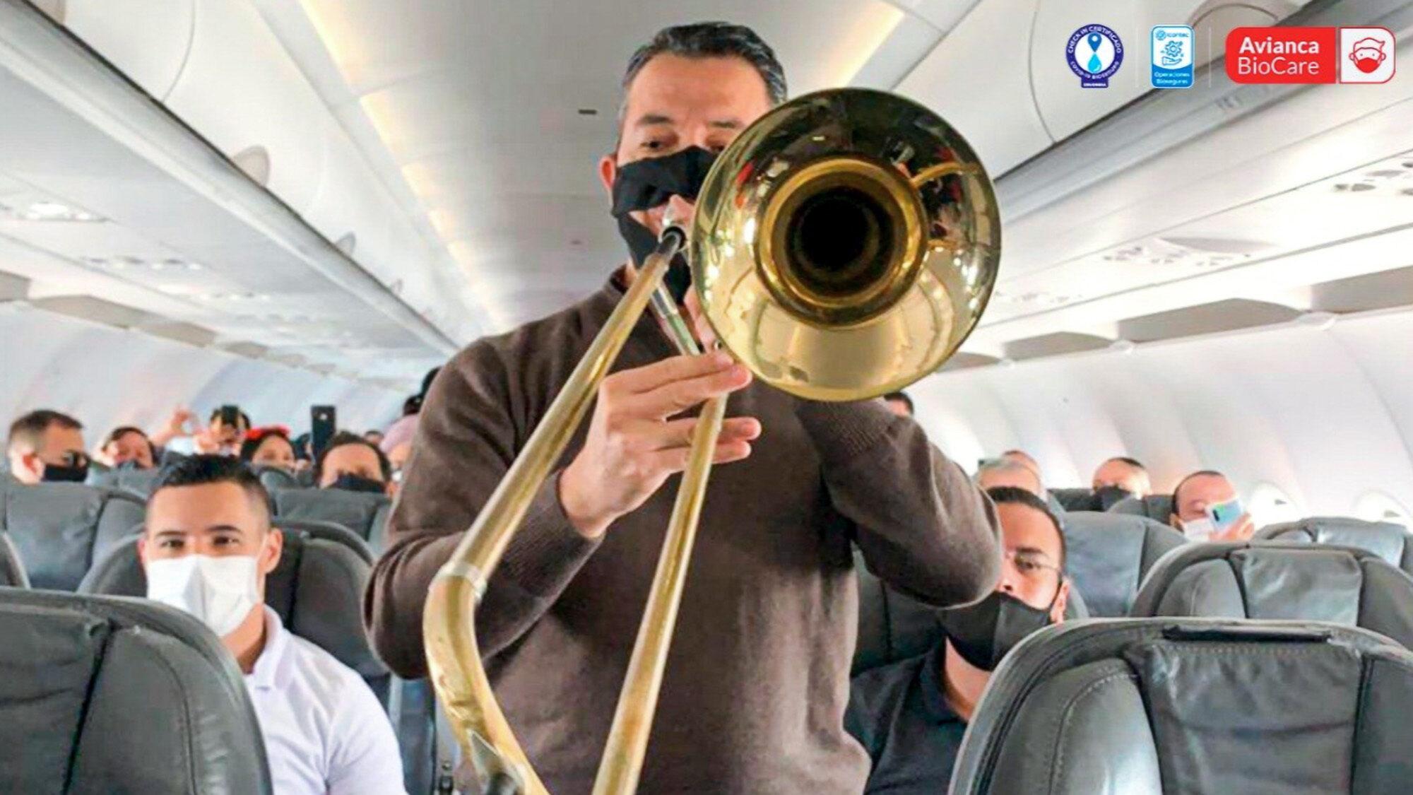 The concert on the plane. (@Avianca/Newsflash)