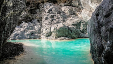 Everyone's Out of the Pools: Eye-Catching Images from Oman's Mountains
