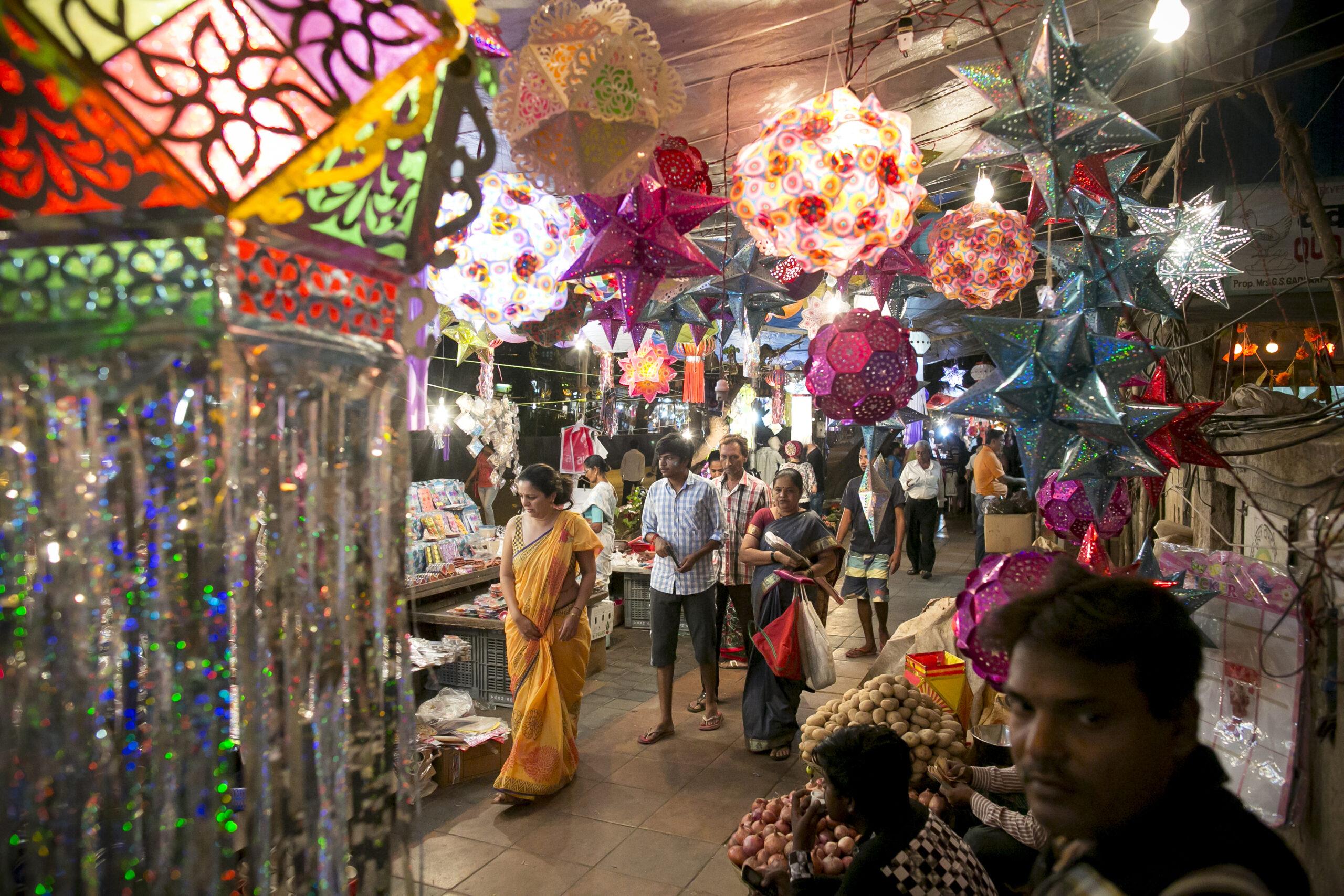 Covid-19 Cases Soar in India's Capital Ahead of Diwali Festival