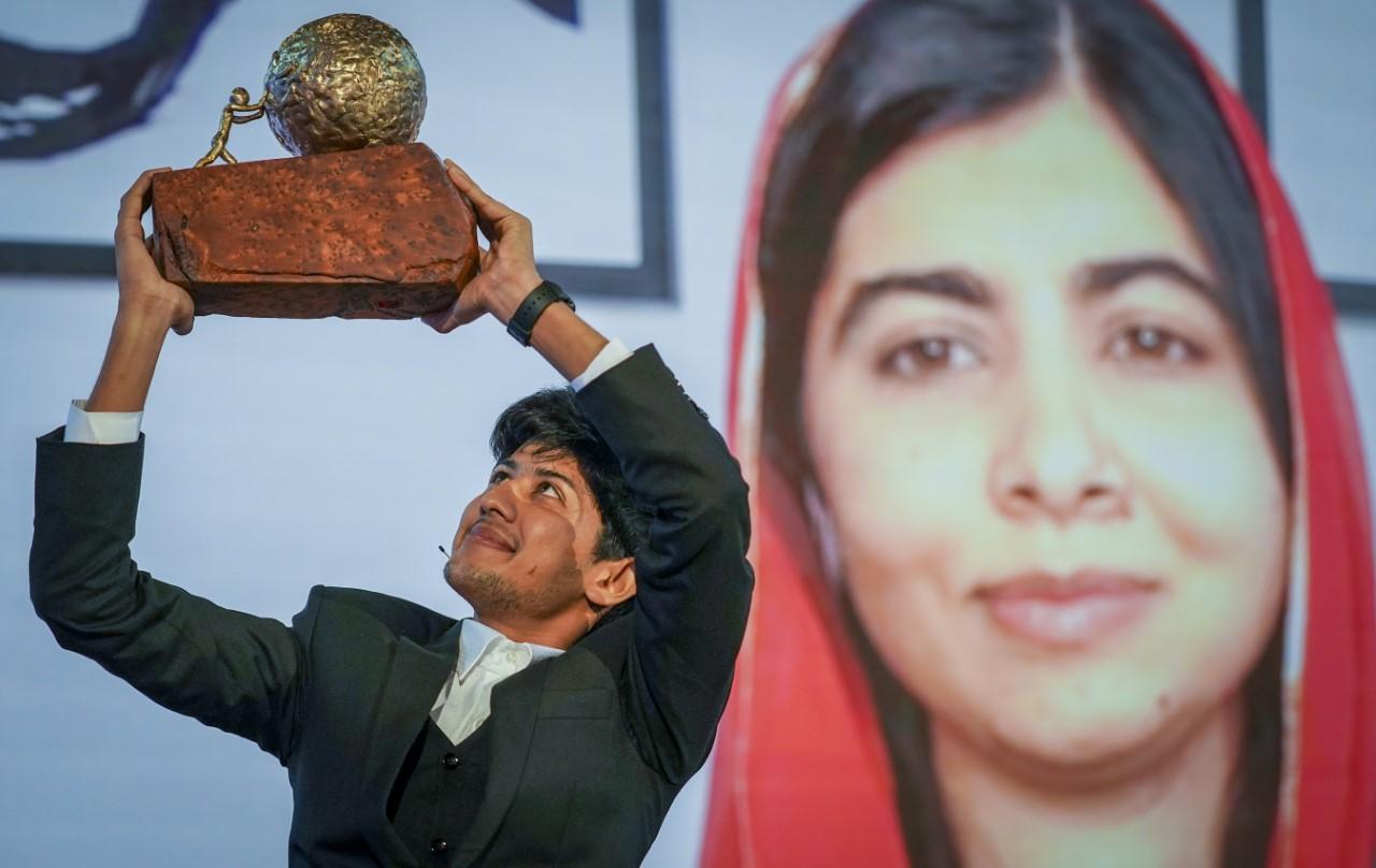 Bangladesh Teen Wins International Peace Prizefor Anti-Bullying App
