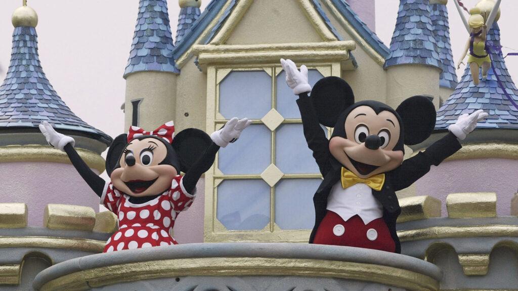 Smarter News Quiz: A TV Reunion, A Model Mom and a Disney Birthday