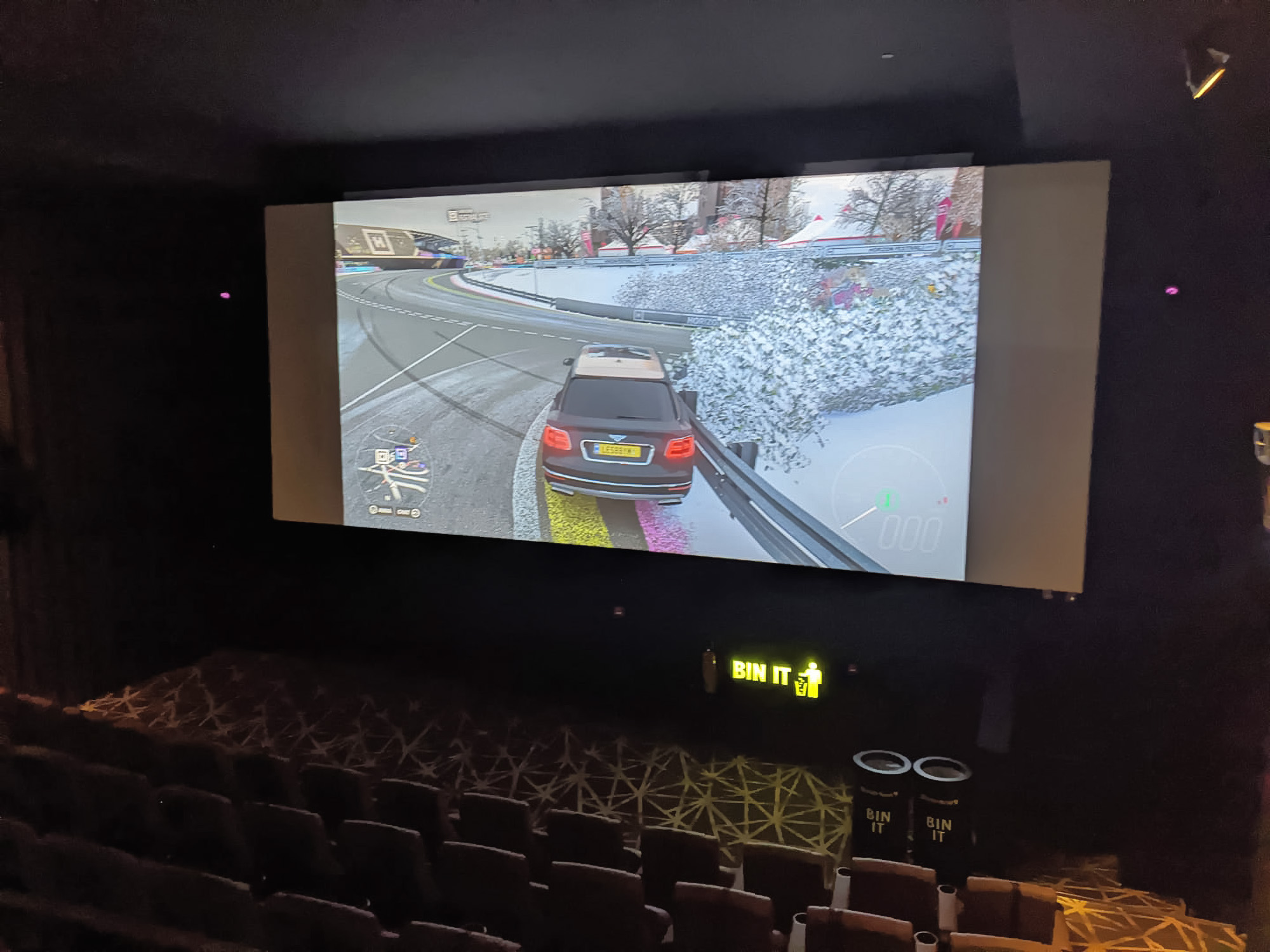 VIDEO: Gamers Rent Cinema Closed by Covid-19 for Xbox Challenge