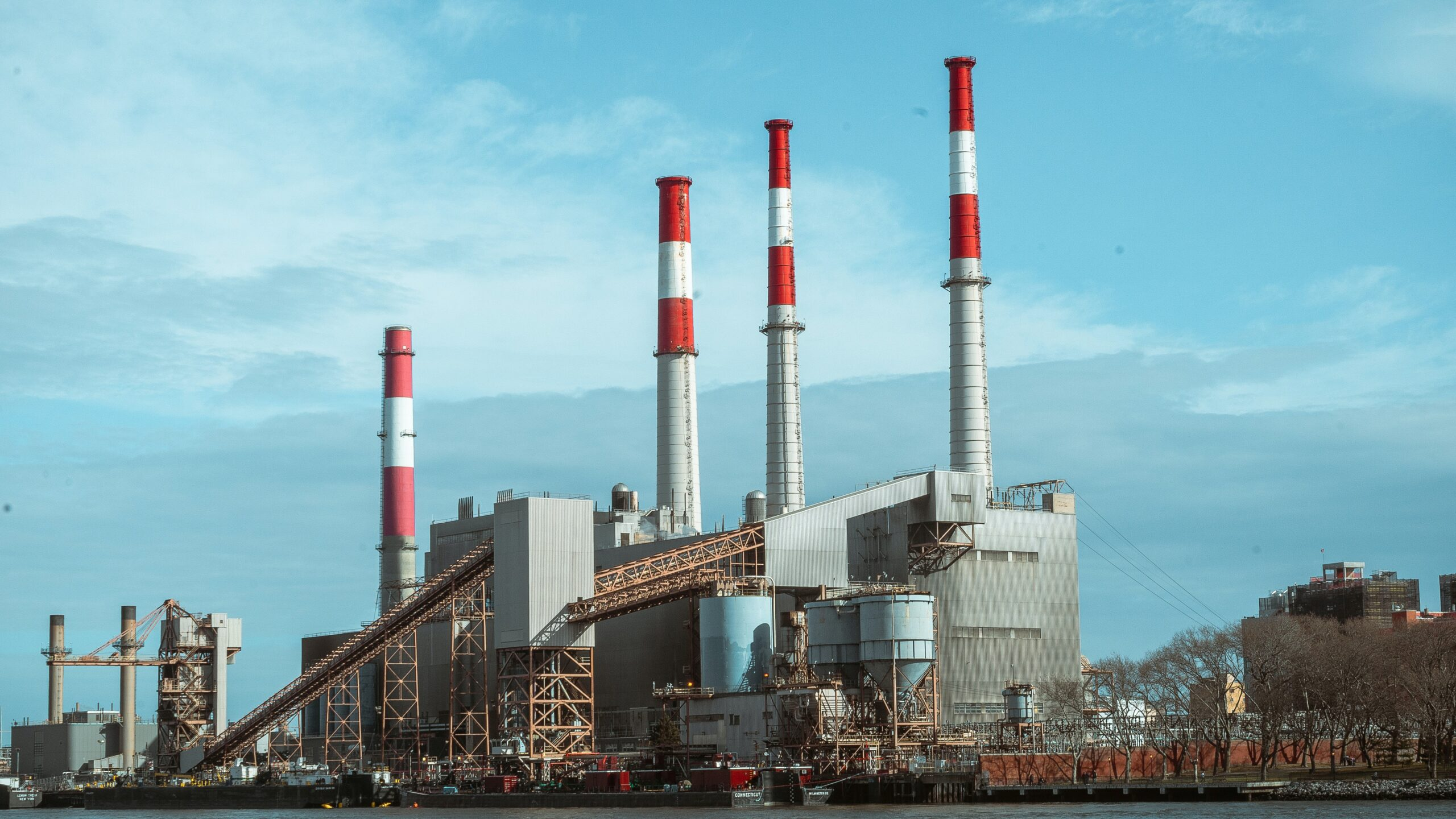 Campaign Targets Indian Government's Delay in Curbing Pollution from Coal-Fired Plants