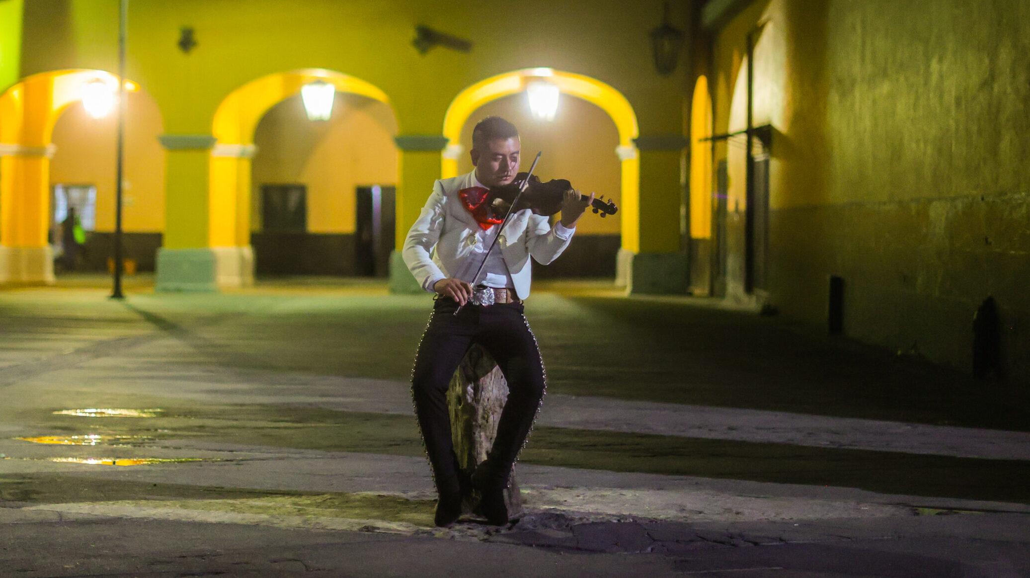 ¿Cómo es la noche de un mariachi en Año Nuevo?