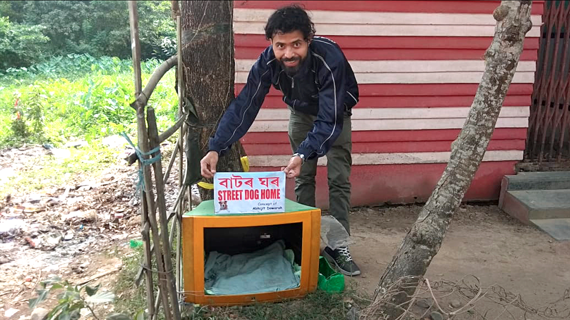 Discarded TV Sets Turn Kennels for Street Dogs