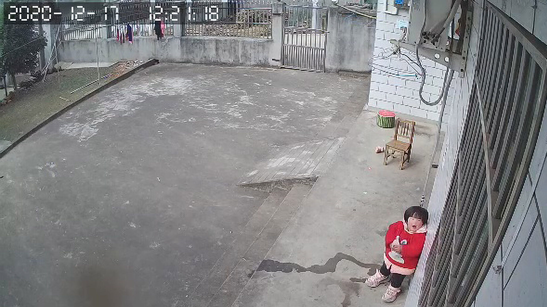 'Left Behind' Chinese Girl Pleads on CCTV camera for Parents to Come Home