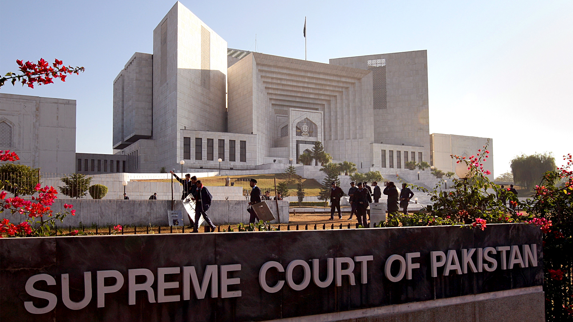 Pakistan Supreme Court Orders Government to Rebuild Destroyed Hindu Temple