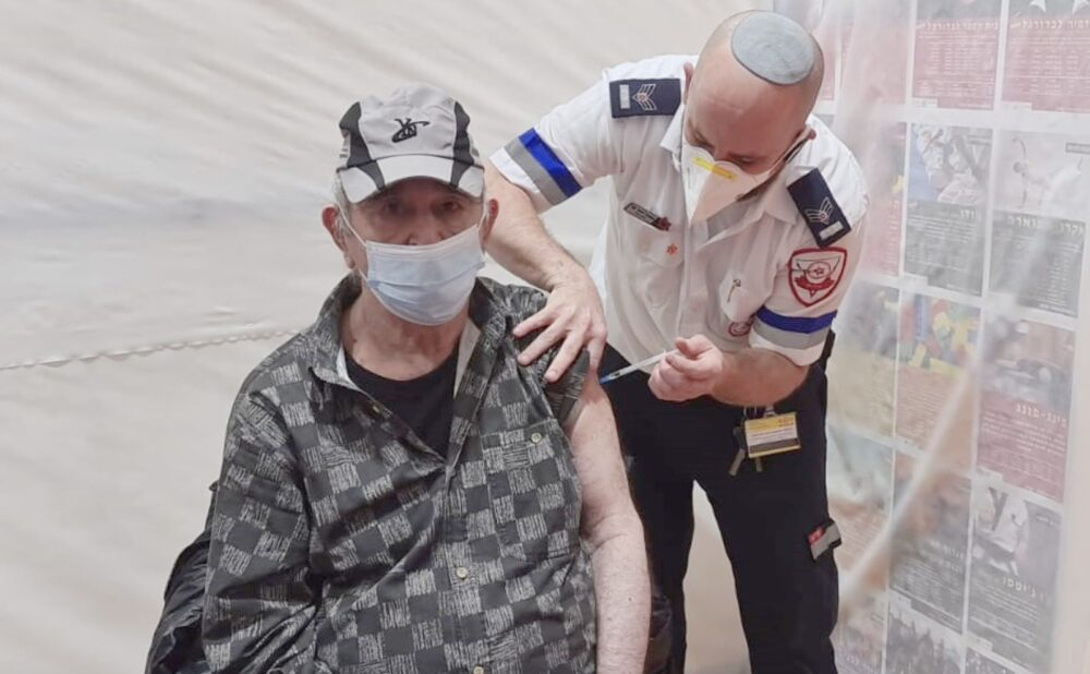 All Residents at Israeli Elder-Care Facilities Receive First COVID Vaccine Dose