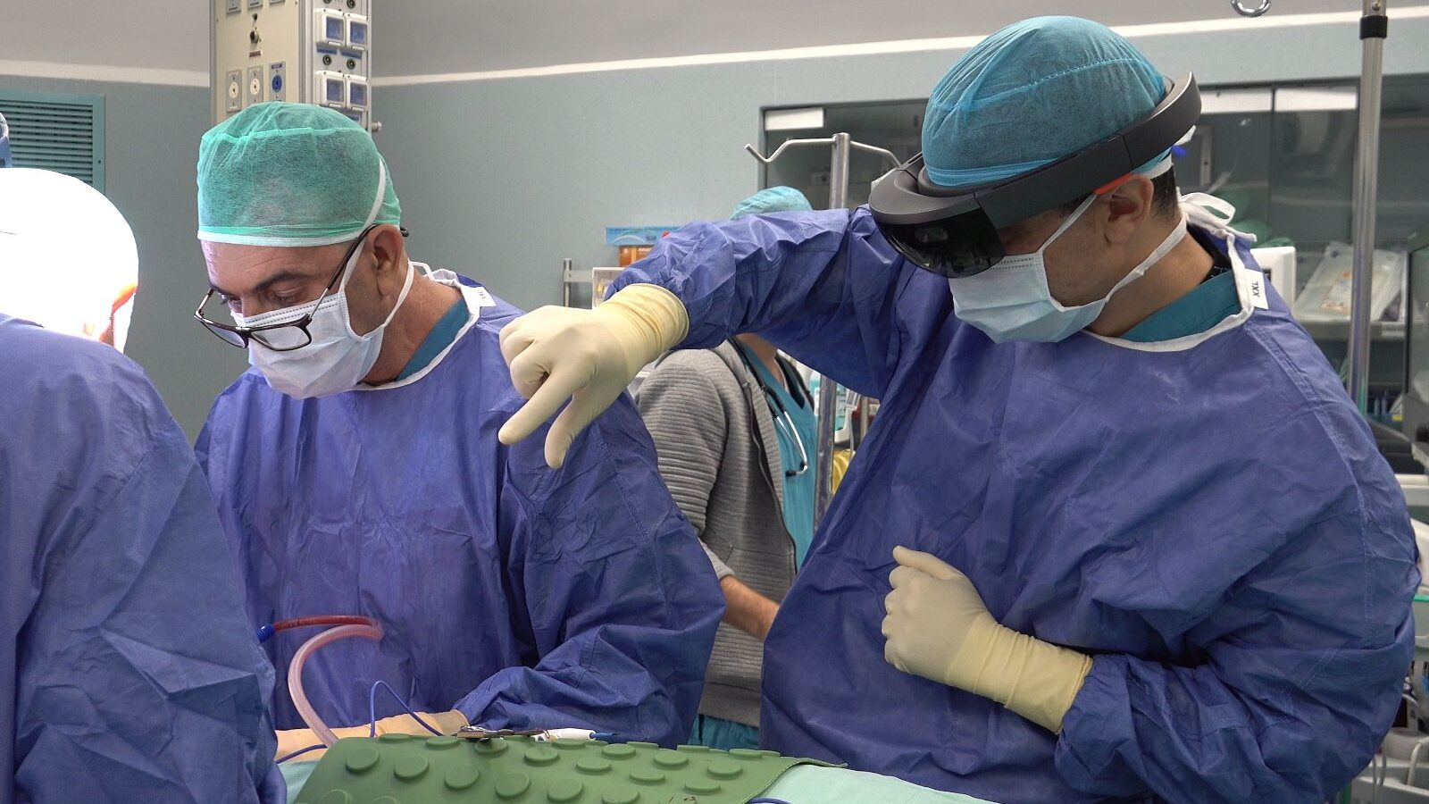 Doctors Use Augmented Reality, 3D Tech in Surgical First