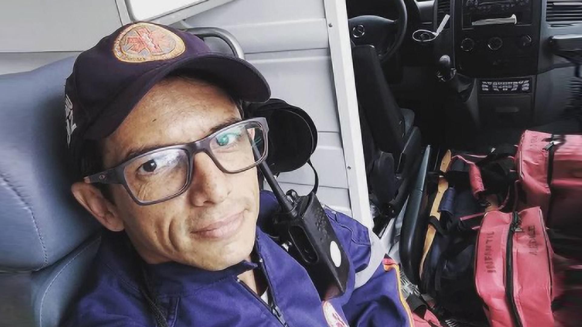 VIDEO: First-Aid Responder Faints Getting Covid Jab