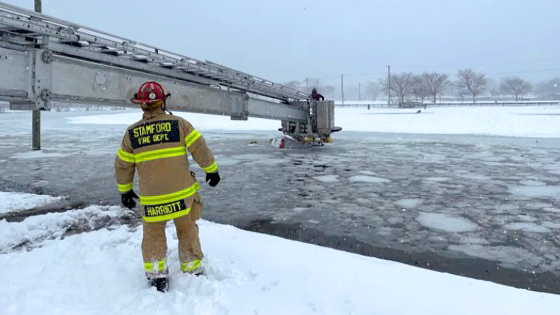 VIDEO: Two people rescued from the submerged truck