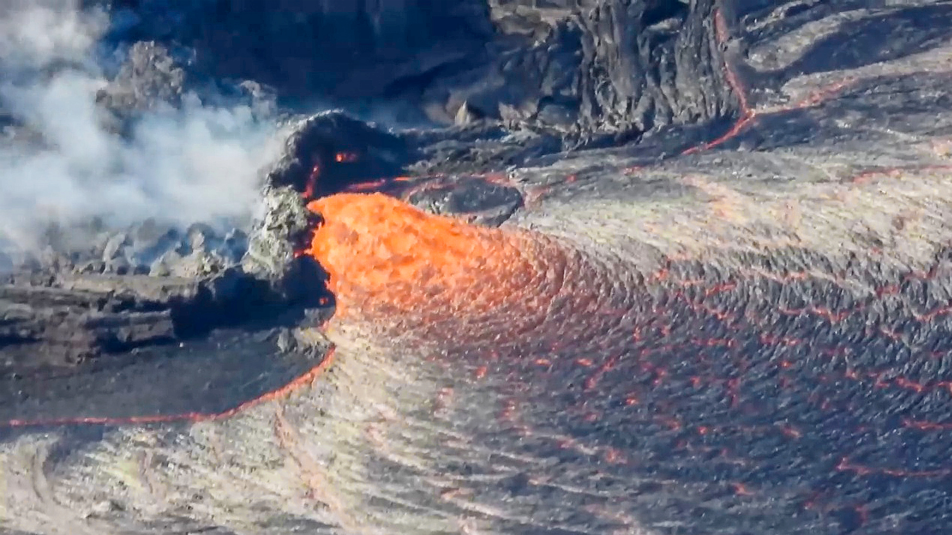 VIDEO: Hawaii Fried-Oh: Incredible Volcanic Eruption Creates Huge Lava Lake