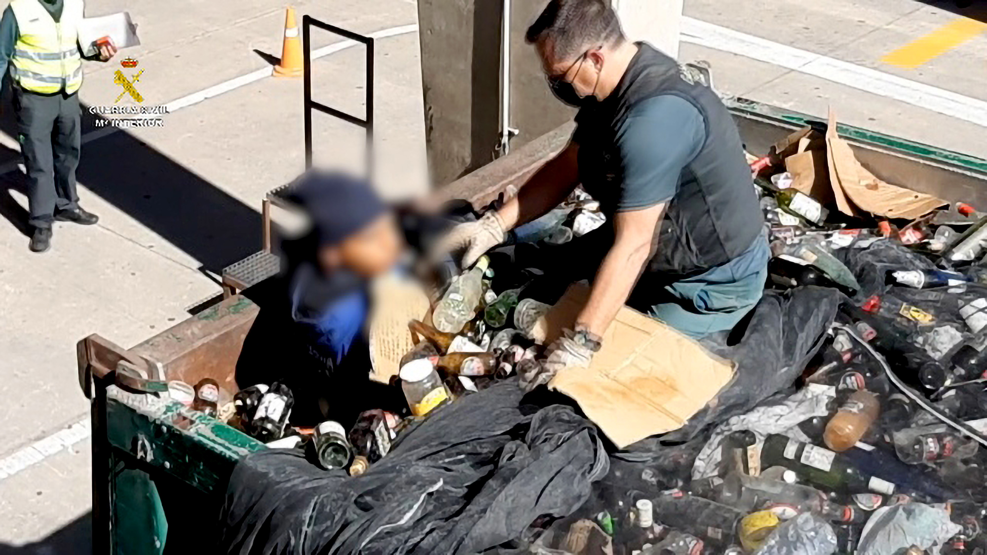 VIDEO: Freecyclers: Migrants Crossing Border Caught Hiding In Green Dump Trucks