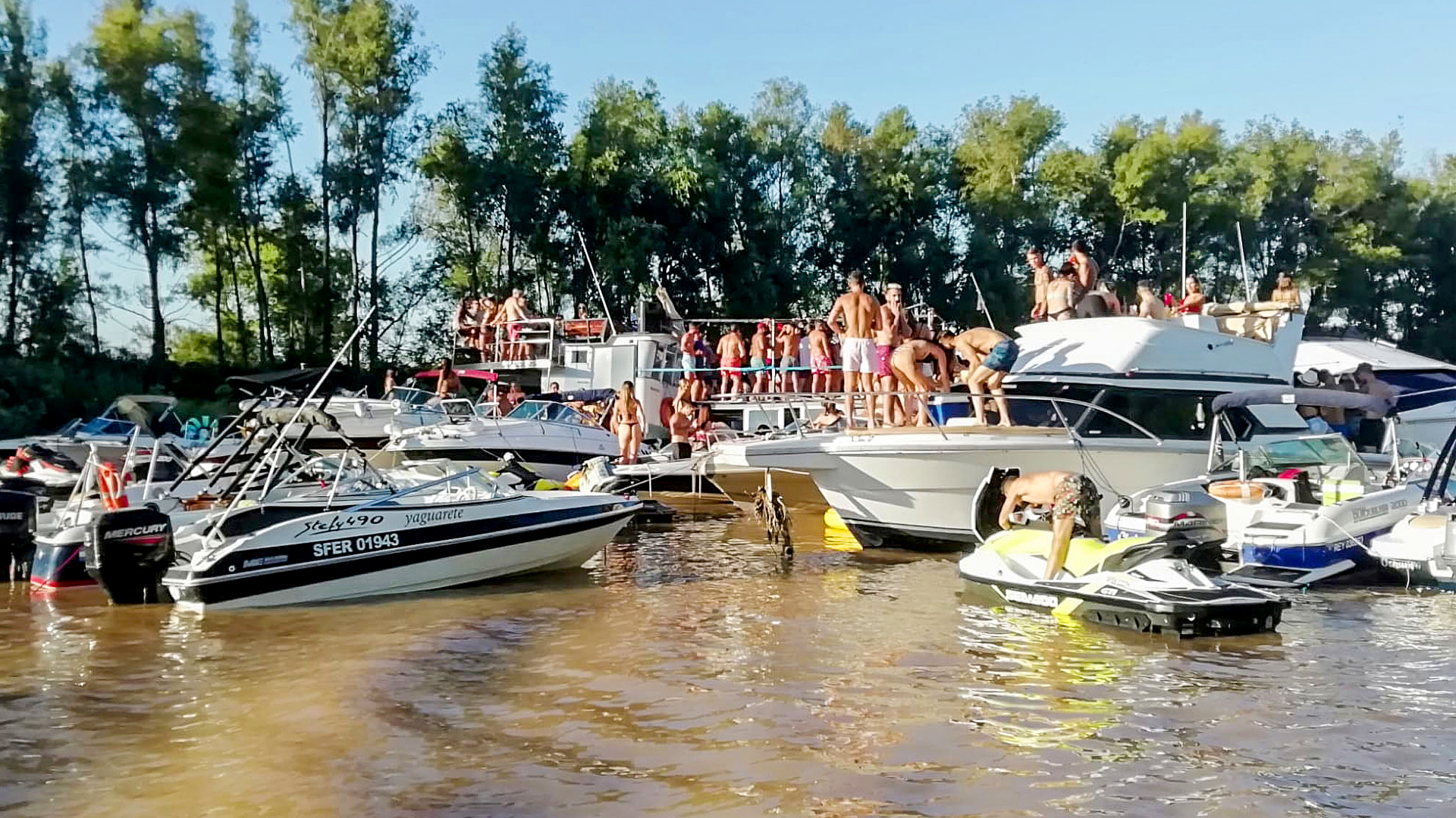VIDEO: Yacht A Bunch Of Idiots: Anti-Covid-19 Cops Bust Boat Party
