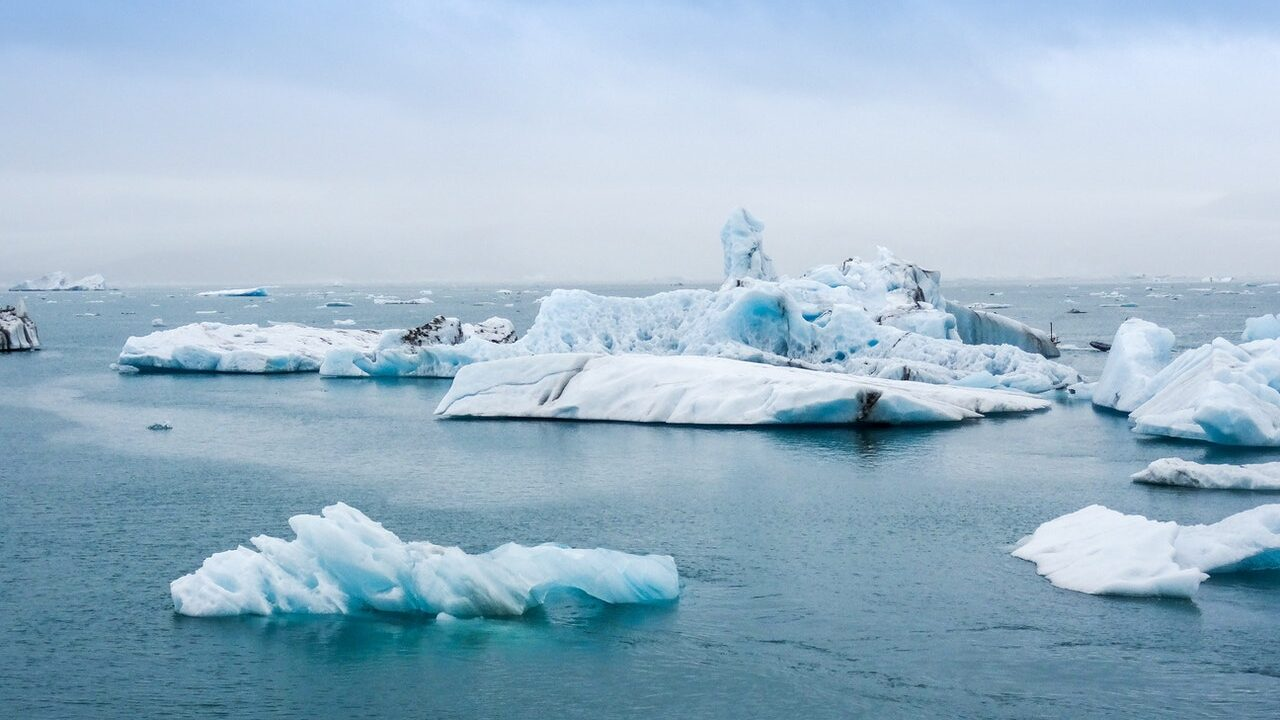 Smarter News Quiz: Golden Globes, Icebergs and National Parks
