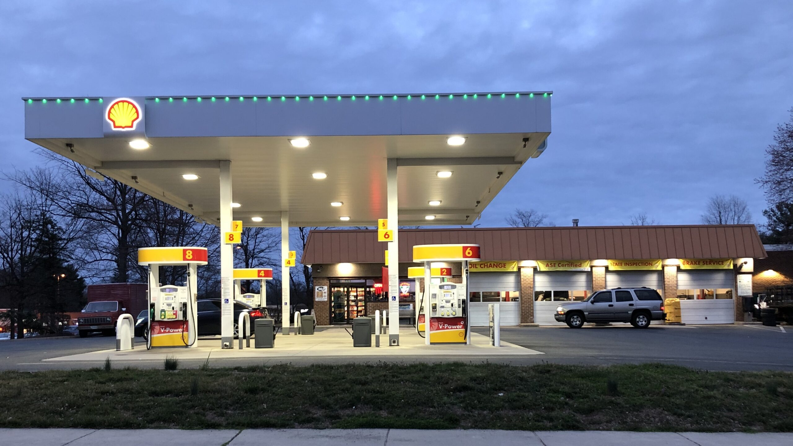 Gasoline Prices Can't Match Crude Oil Drop