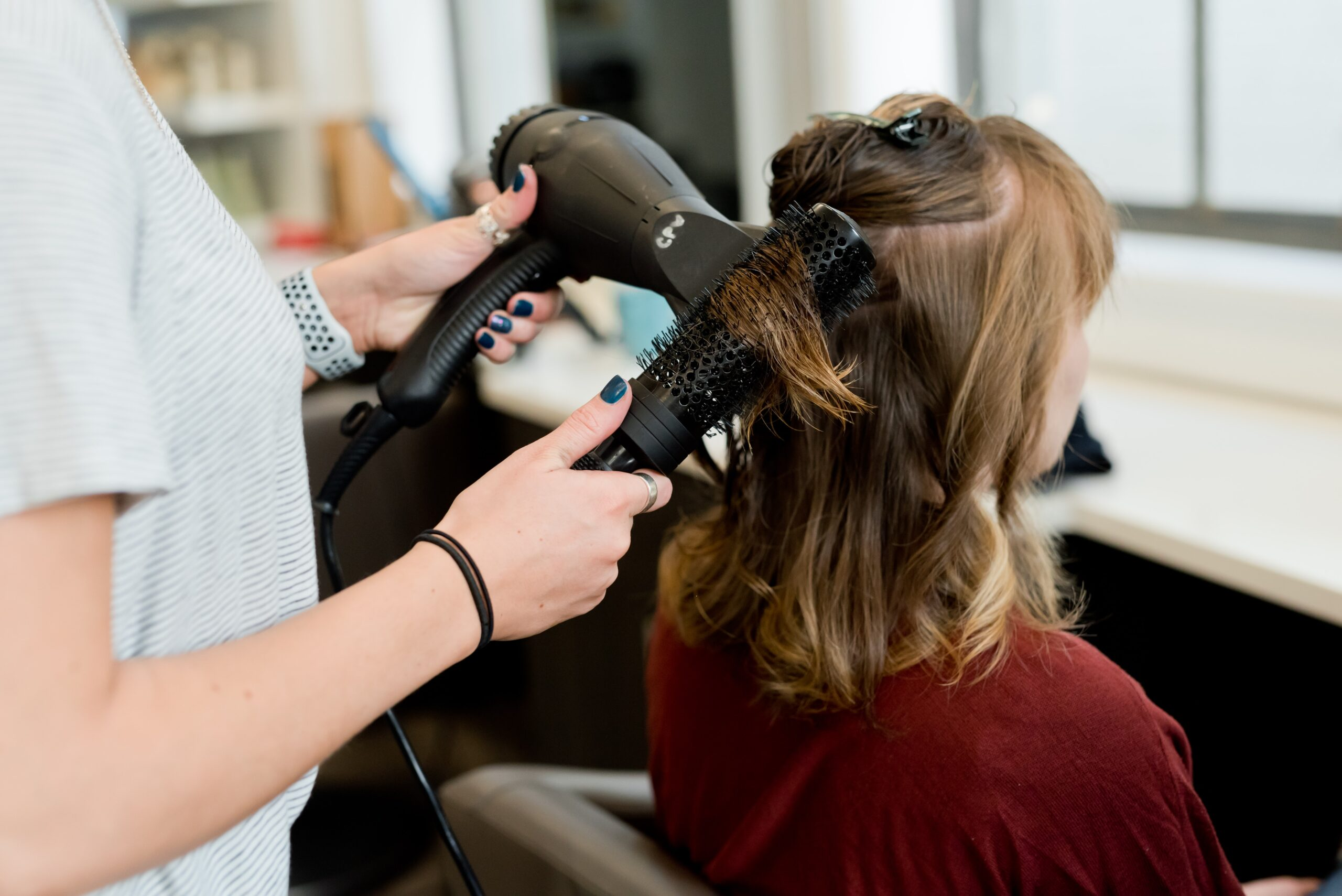 <p>Beauty salons are one of the most prosperous and active businesses in the whole world. (Adam Winger / Unsplash)</p>
