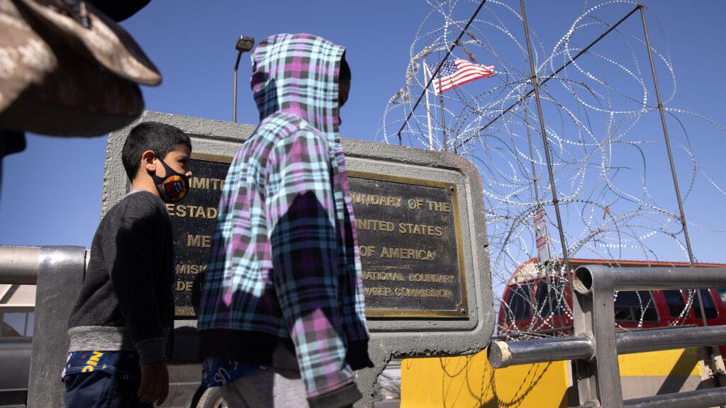 Administración de Biden respondeal incremento de niños migrantes