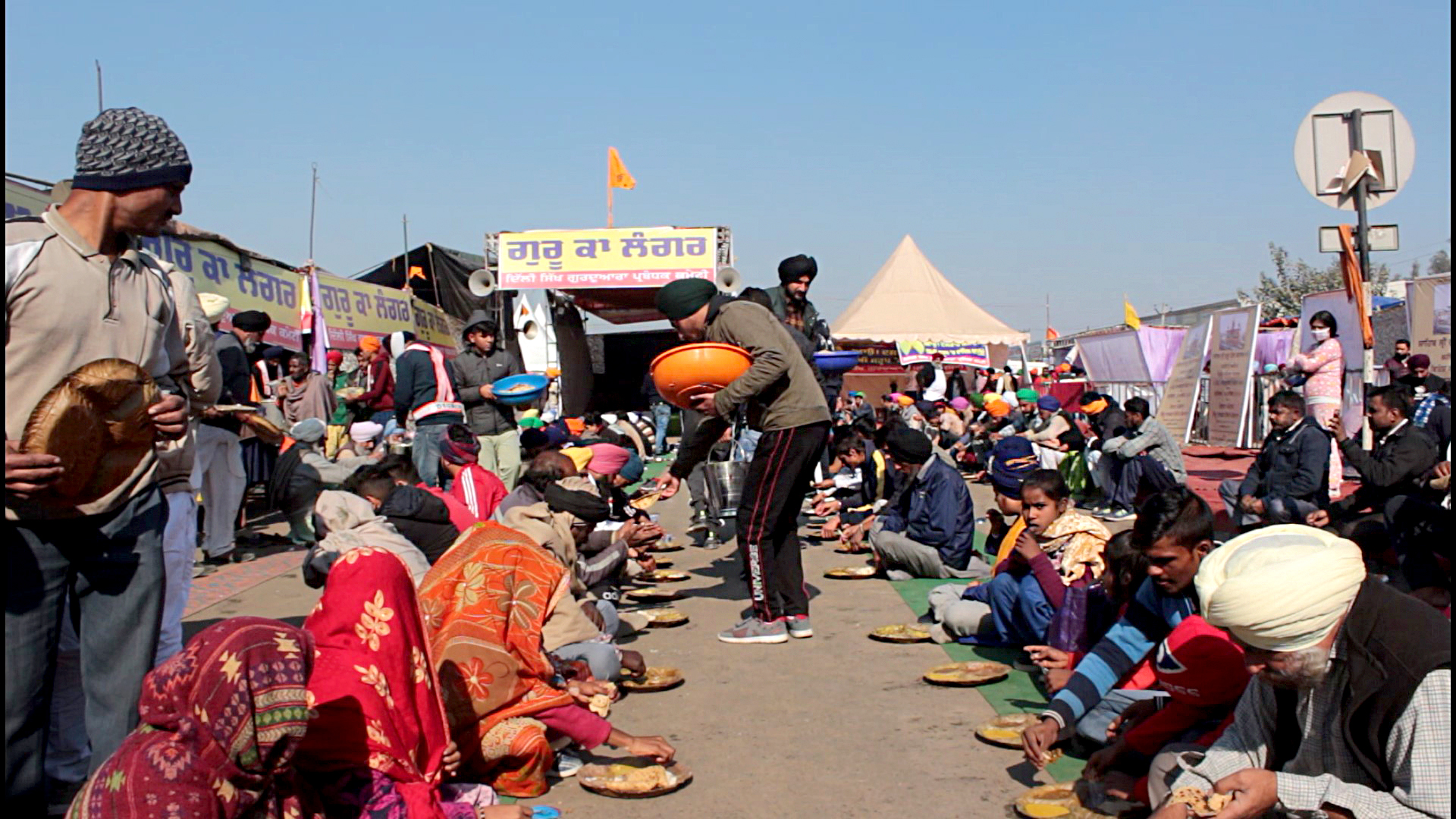 How Community Kitchens In India Are Feeding Farmers' Protest