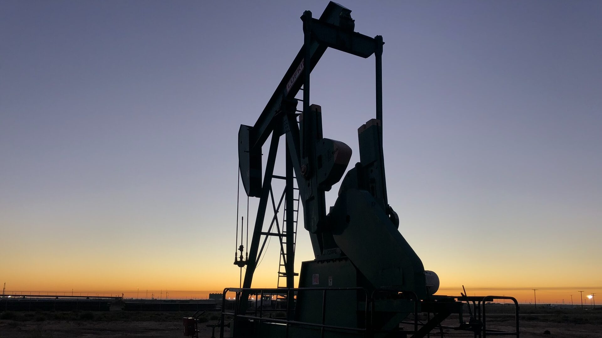 Oil Prices Wobble On Federal Supply Data