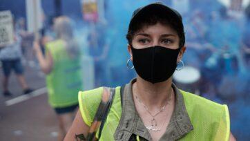 Las marchas a favor de protecciones para las mujeres no se detienen con el coronavirus. (Ehimetalor Akhere Unuabona/Unsplash)