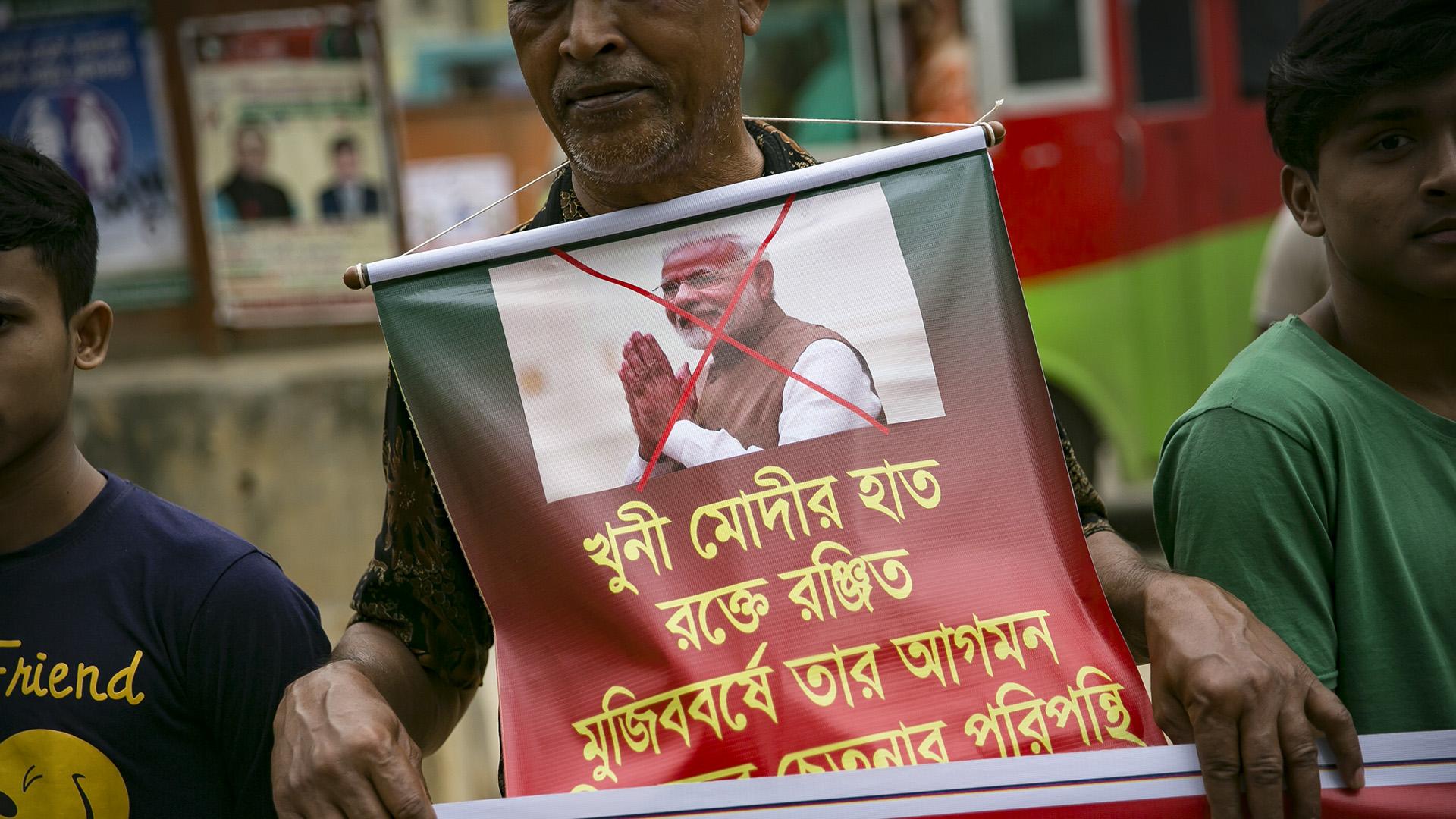 Bangladesh Police Detain Hundreds After Violent Protests Against Indian PM's Visit