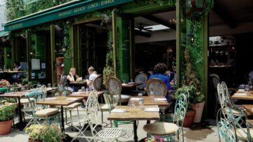 Se liberan fondos para ayudar a los restaurantes y lugares similares que sufrieron estragos por la pandemia. Los fondos pueden usarse en parte para establecer mesas al aire libre. (Krisztina Papp/Unsplash)