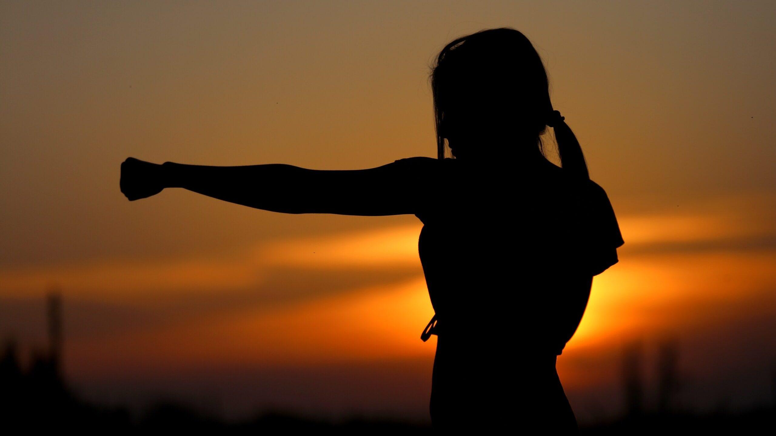 Mujeres mexicanas se acercan a cursos de defensa personal