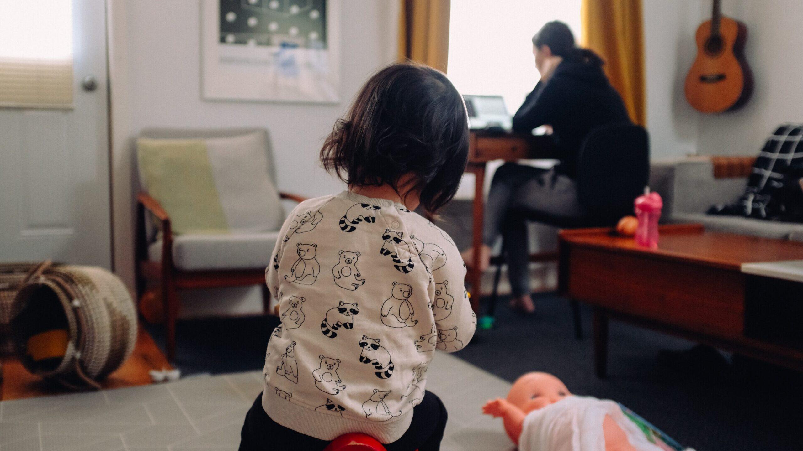 Madres solteras trabajan pensando en sus hijos