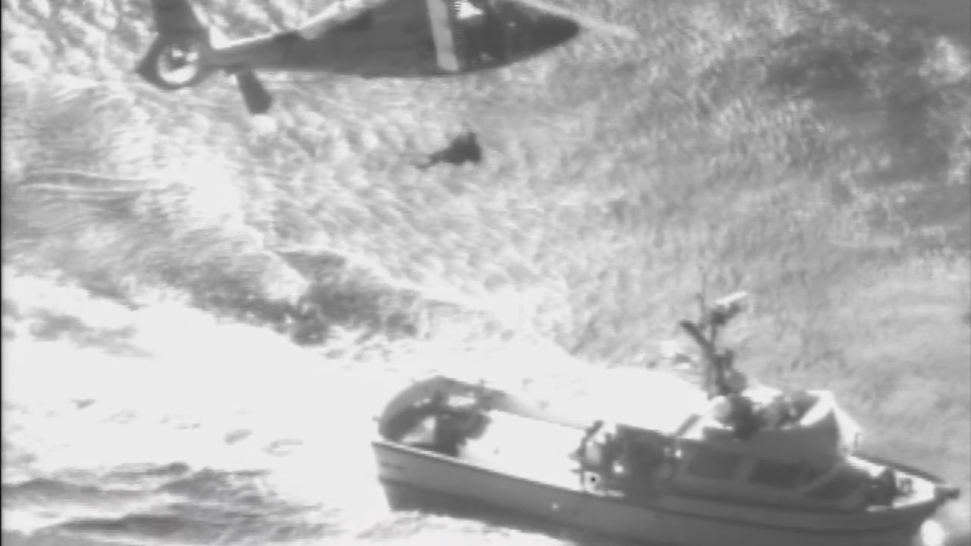 VIDEO: Helicopter Rescues Injured Mariner Off Hawaiian Coast