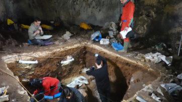 Excavations in the Gallery of Statues, in Mayor Cave, in Atapuerca, northern Spain. (Javier Trueba-Madrid Scientific Films/Real Press)