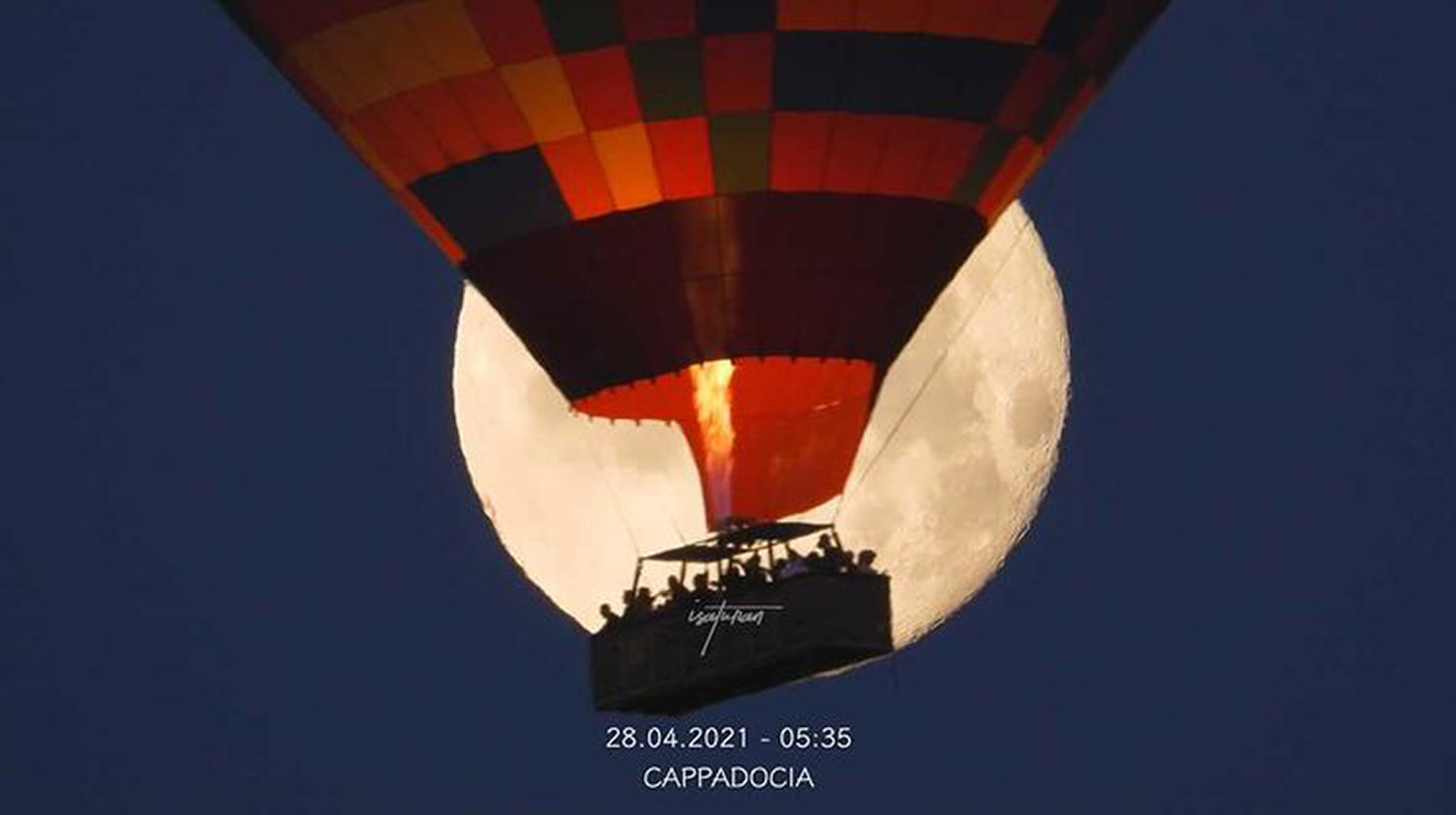 VIDEO: Picture Perfect: Photographer Captures Balloon In Front Of Rare Pink Moon