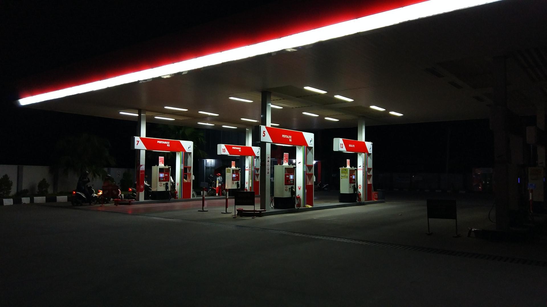 Hot U.S. Economy Pushes Gasoline Prices Close To $3 Per Gallon