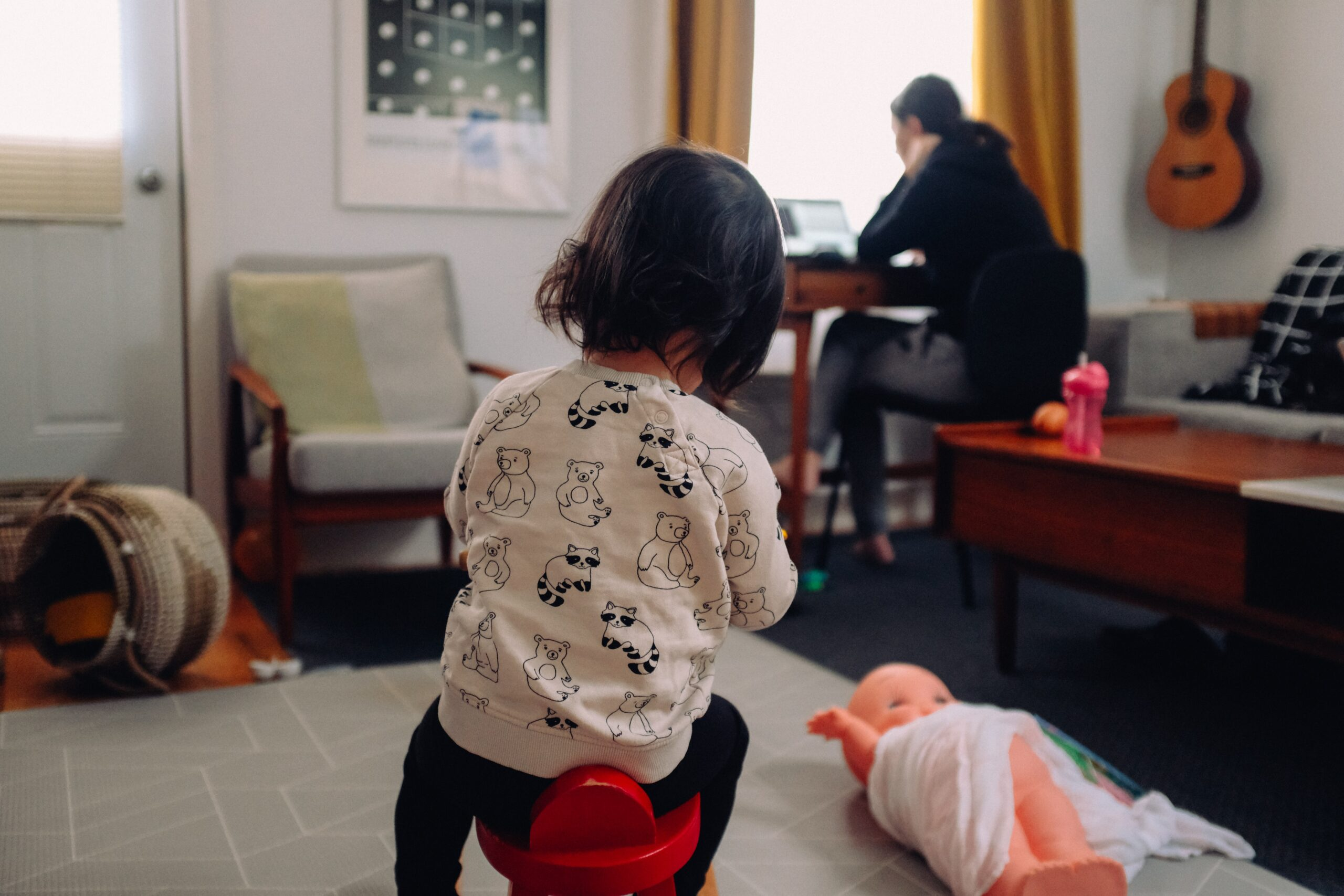 <p>A single woman with children faces particular difficulties in Mexico. (Charles Deluvio/Unsplash)</p>