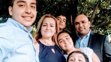 Sandra Quintana (segunda de la izquierda) ha lanzado y mantenido una empresa de cerveza mexicana artesanal a la vez que cría a sus cuatros hijos. (Negocios Now)
