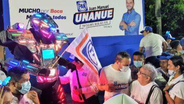 La elecciones intermediarias en México serán el 6 de junio. Los candidatos locales salen a conocer a los ciudadanos con eventos que parecen ferias. (Charlie Moron/Café Words)