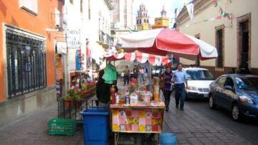 Los carritos o puestos de comida son un tipo de trabajo ambulante muy popular en las calles de México. (foldscheap/Flickr Dominio Público)