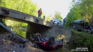 Emergency crew responded to a car accident in which a vehicle had fallen into the Little Leatherwood Creek in Perry County, Kentucky on May 5, 2021. (Perry County Sheriff's Office/Zenger News)