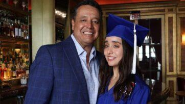 Carmenlucía Acosta, aquí con su padre Dante Acosta, tiene interés en el periodismo de moda, pero ha ganado una beca gracias a su trabajo sobre la vida en la frontera. (Cortesía Carmenlucía Acosta)