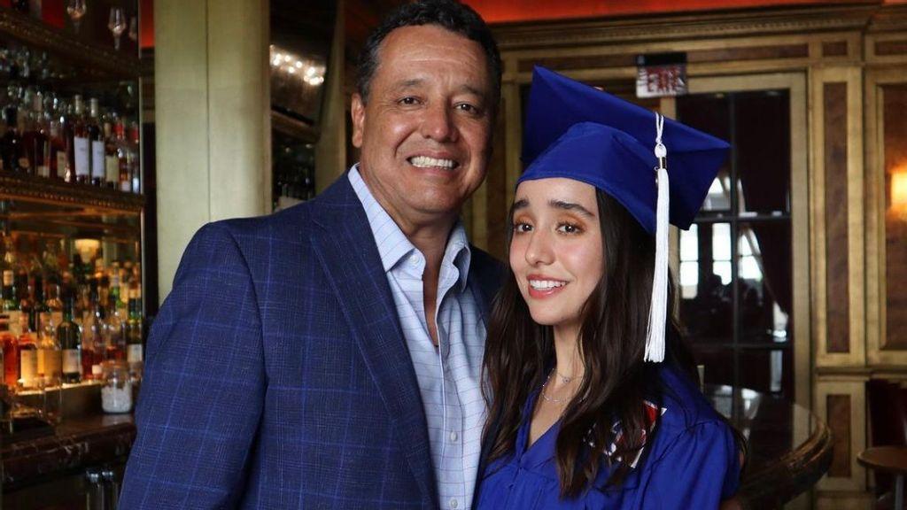 American News Women's Club reconoce a joven latina que escribe sobre el día a día de la frontera