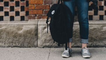 Los niños mexicanos preparan sus mochilas para regresar a la escuela, pese a la renuencia de algunas familias. (Scott Webb/Unsplash)