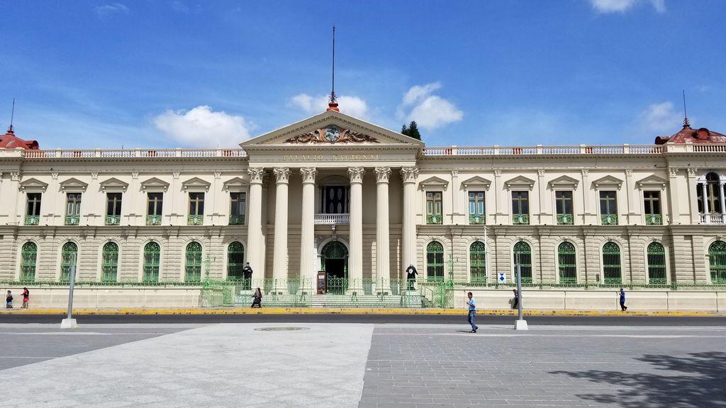 Tras destitución de autoridades judiciales, Nayib Bukele concentra todo el poder en El Salvador